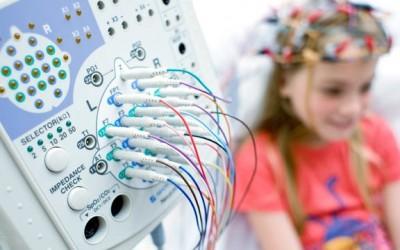 Crisis de ausencias o convulsiones en niños